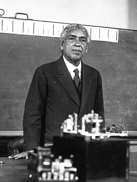 """Sir JC Bose lecturing on """"nervous system of plants"""" at the Sorbonne, Paris (1926)"""