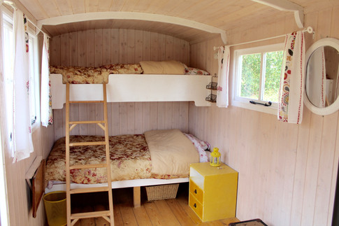 'The Big' hut bunkbeds