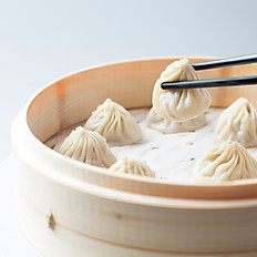 Pork w/ Crab Meat Soup Dumplings (10) 蟹肉小笼包