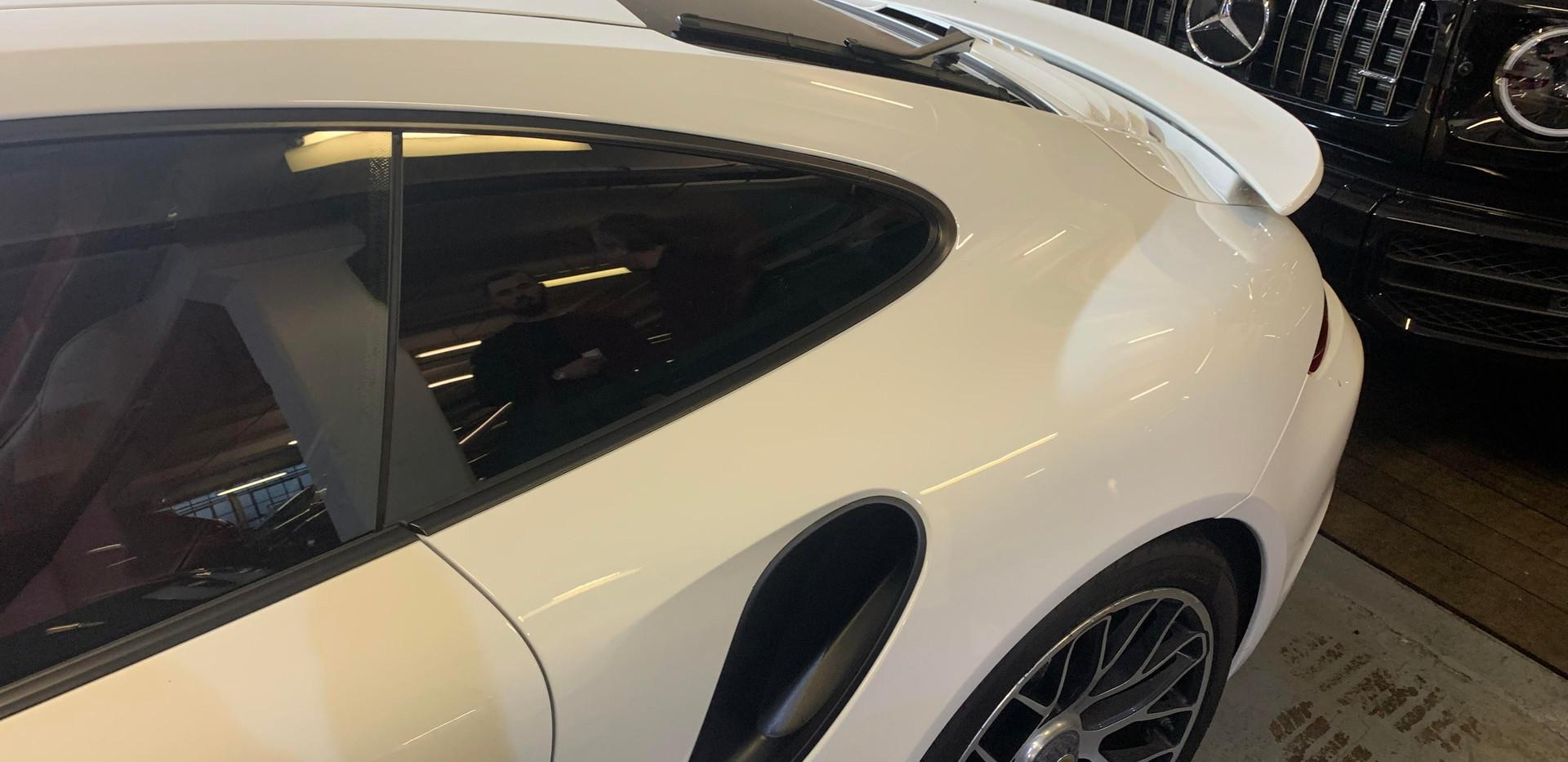 Porsche 911 Quarter Glass 4.jpg
