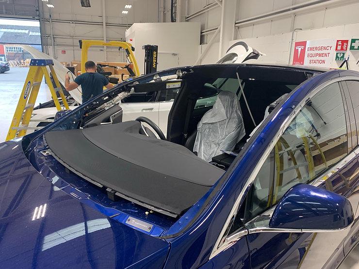Tesla model X Windscreen removed .jpg