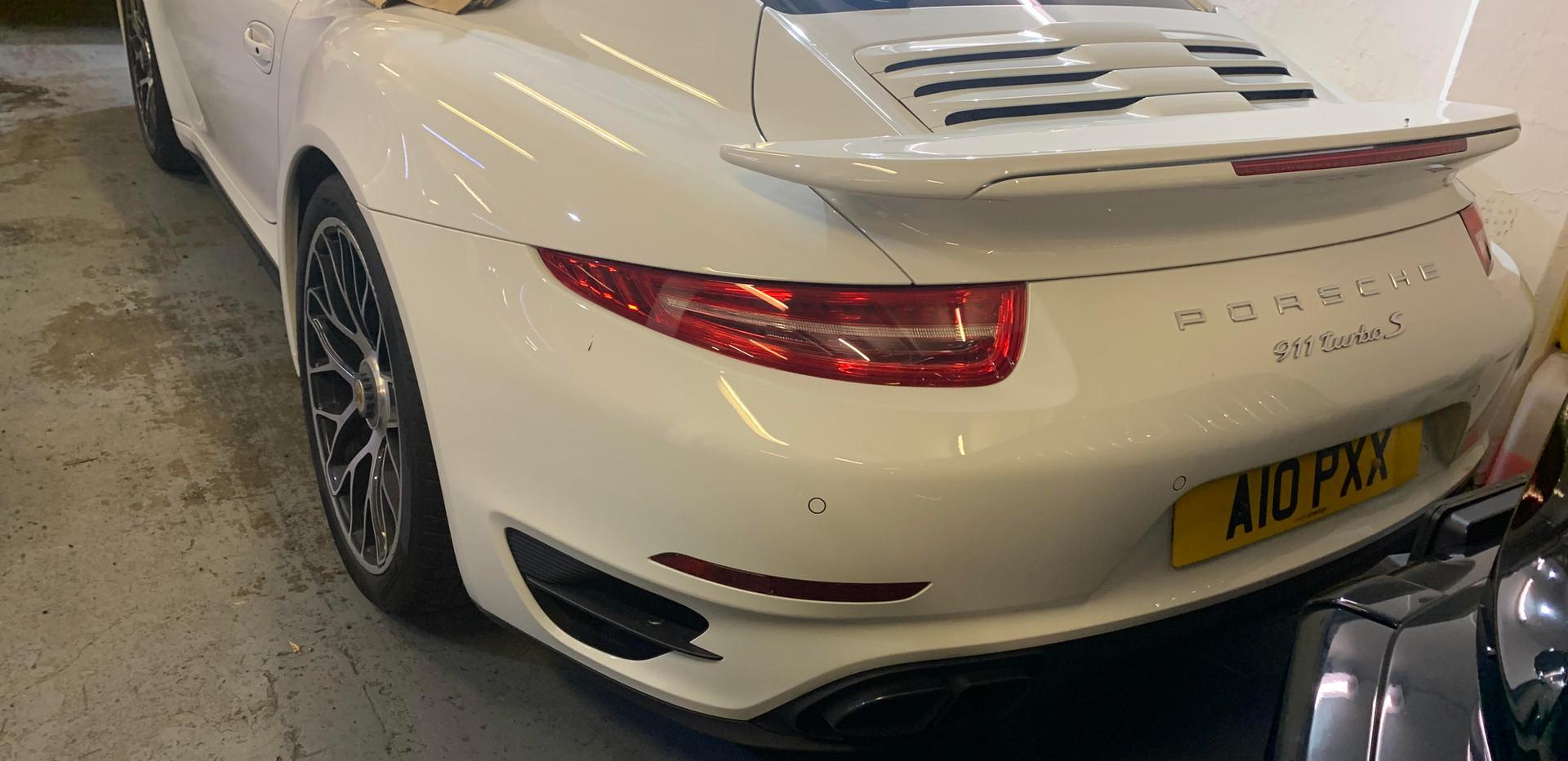 Porsche 911 Quarter Glass2.jpg