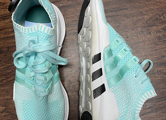 Ladies 10 Adidas Tennis shoes