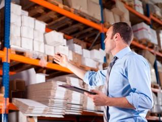 Vantagens e Desvantagens de um Sistema de Controle de Estoque Manual