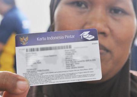 Program Indonesia Pintar melalui Kartu Indonesia Pintar