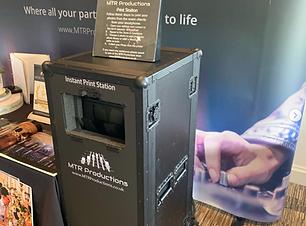 selfie print station.png