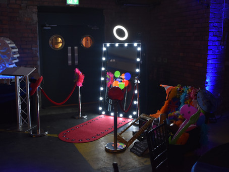 What Makes a Magic Mirror Photobooth Better for Events and Parties?