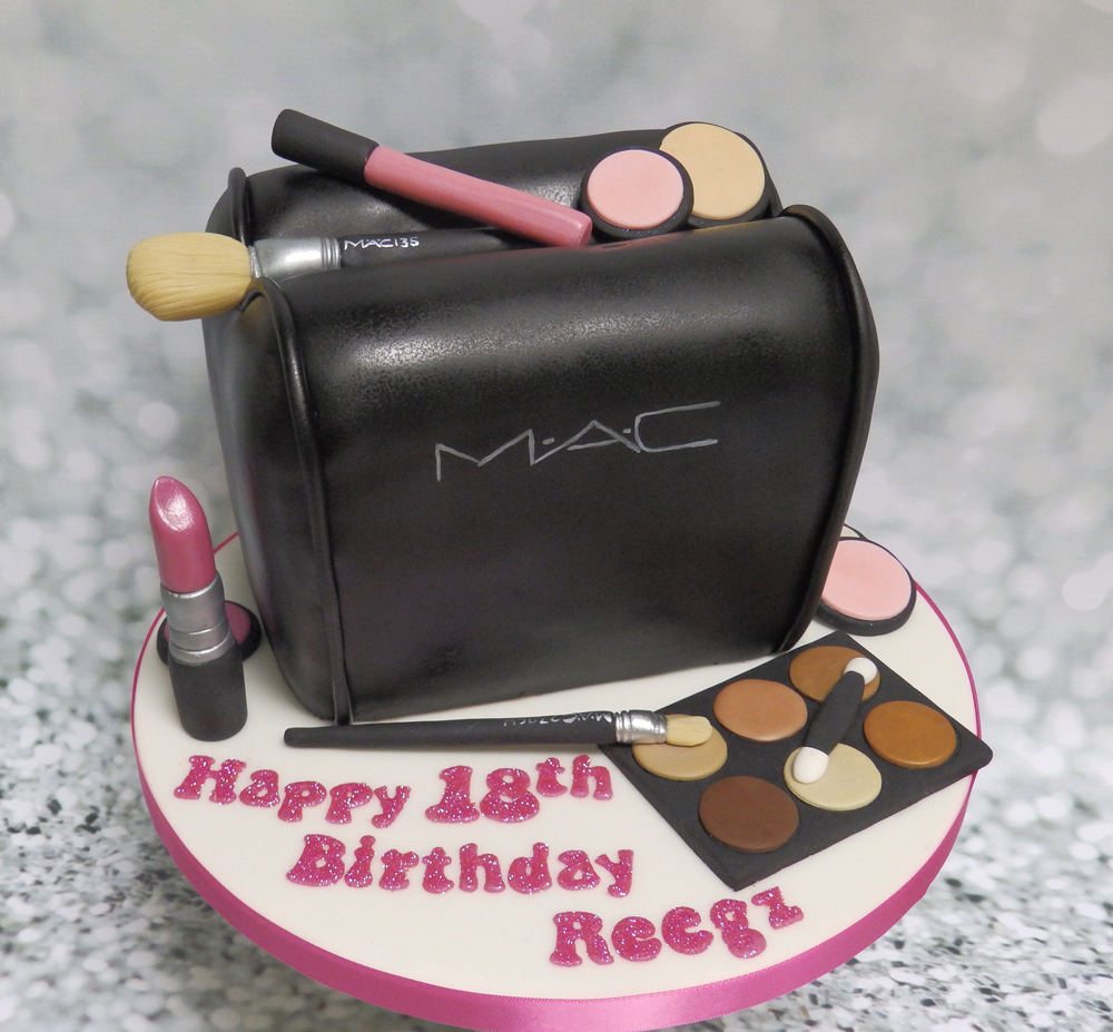 Edible-Makeup-Bag-Birthday-Cake