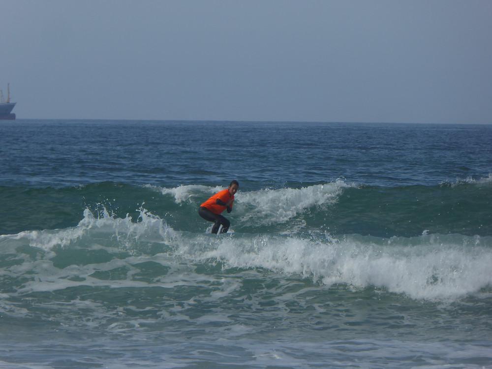 Surfen in Somo an der Nordküste Spaniens im September