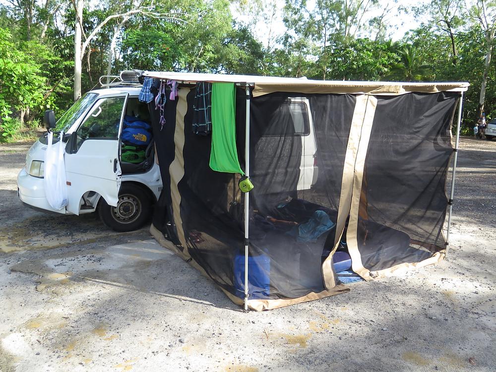 Campervan mit Vorzelt gekauft in Darwin in Australien
