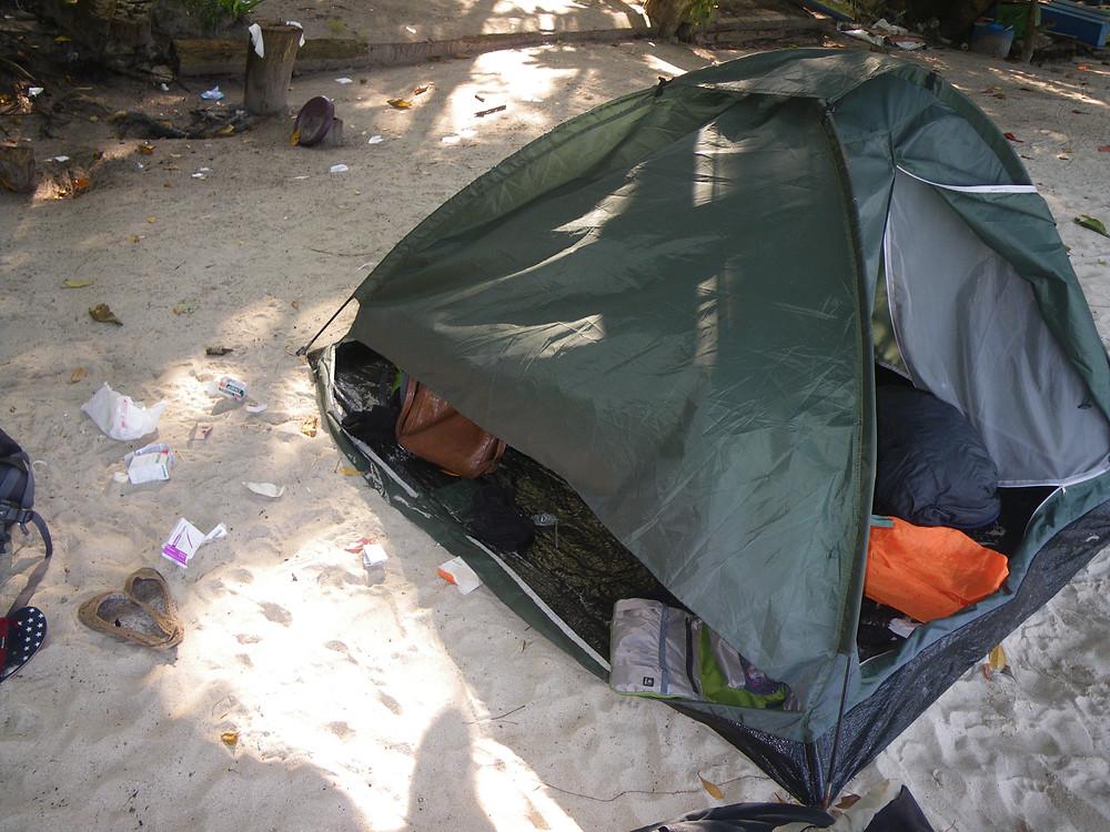 zerstörtere Zelt