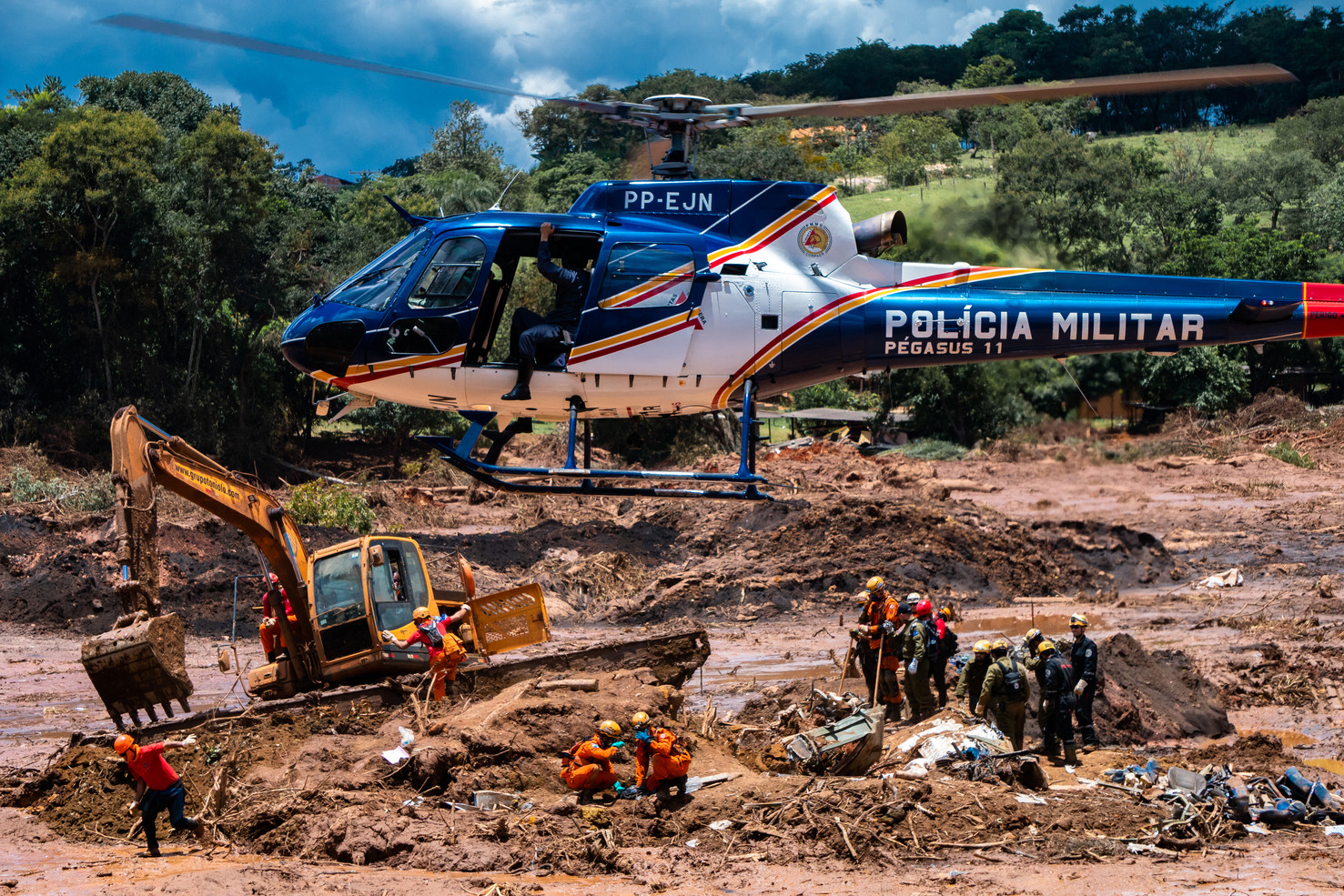 Members of a rescue team search for victims where a bus with several passengers was buried after a tailings dam owned by Brazilian mining company Vale S.A collapsed in Brumadinho, Minas Gerais state, Brazil, January 28, 2019.