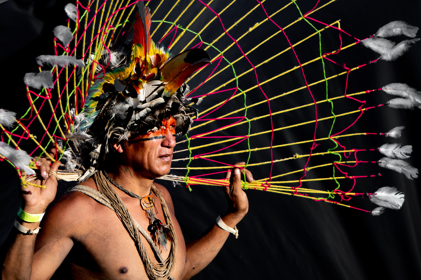 The ATL (Free Land Camp) is the largest indigenous meeting of the world and in 2019 it happened for the 15th time. Around 4 thousand of indigenous from 26 states were present in Brasilia to promote discussions, demonstrations and ritual wheels during three consecutive days (April 24, 25 and 26).