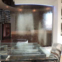 Ściana wodna w domu lubmieszkaniu
