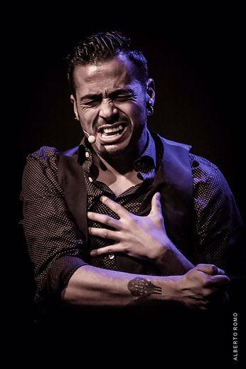 flamenco singe cantaor Juan Debel