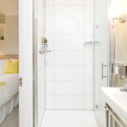 Saddlers B&B Brooklands Bathroom.jpg