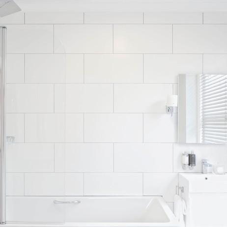 Saddlers B&B Goodwood Bathroom.jpg