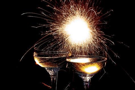 champagne-glasses-1940497_1920.jpg