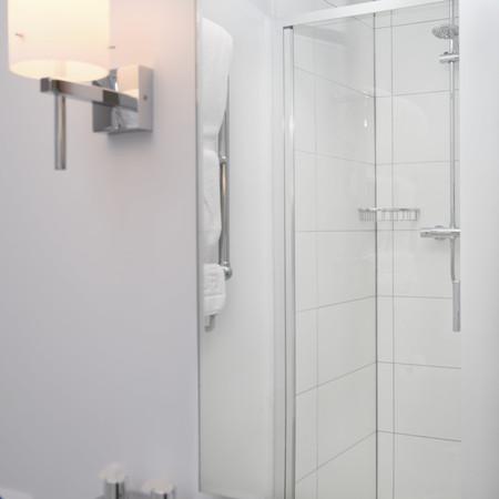 Le Mans Bathroom2-min.jpg