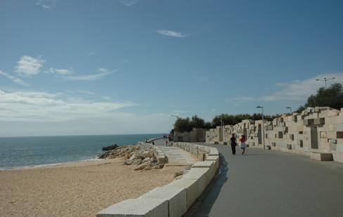 Vista del paseo y acceso a la playa