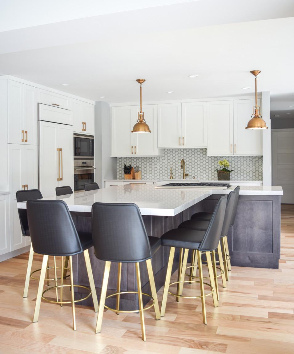 Clean & Chic Kitchen