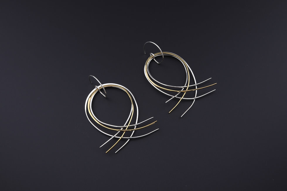 Filament round earring in recycled silve