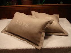 Love cushion pair