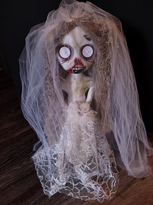 "20"" Handmade Free-standing Zombie Bride"