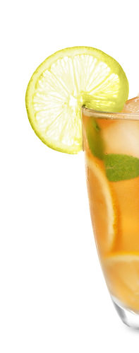 Glass_of_iced_tea_with_lemon_slices_and_
