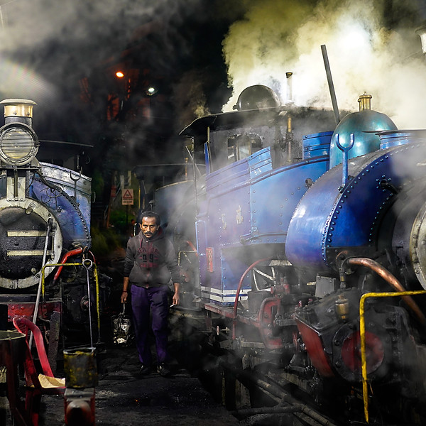 The man & the machine - Darjeeling