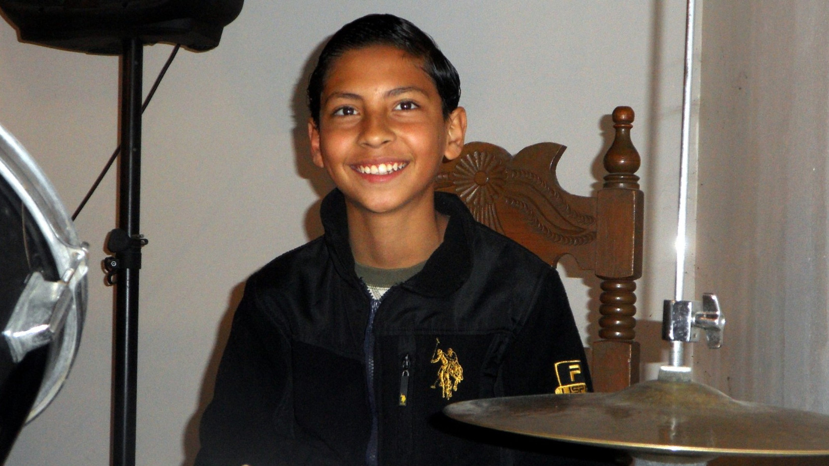 Oseas, Pastor Luis' adopted son