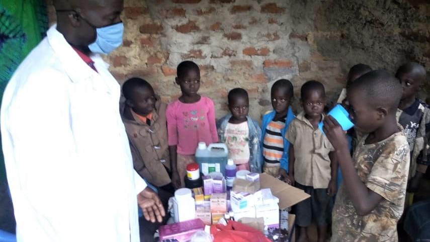 Children receive malaria testing