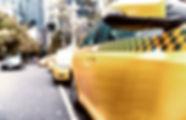 ストリートのタクシー