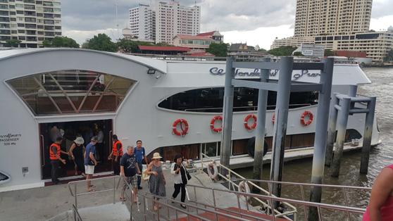 O barco que nos pegou em Ayuthaya e nos trouxe de volta a Bangkok pelo rio Chao Praya com um almoço delicioso.