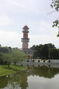 O farol no Bang Pan-In Palace