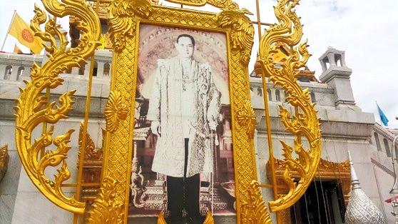 Imagem do rei falecido da Tailândia
