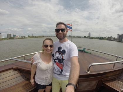 Nós voltando para Bangkok de barco pelo rio Chao Praya em uma viagem que durou 2 horas