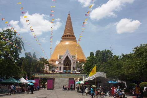 O lindo templo Nakhon Pathom