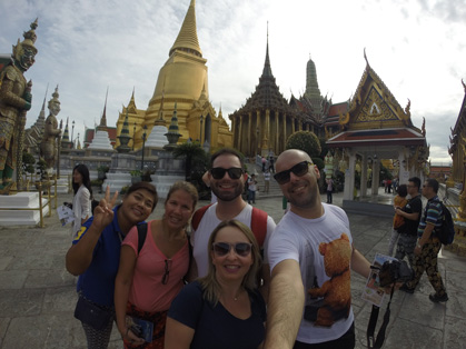 Nós no Grand Palace com a nossa guia Hola Sonia