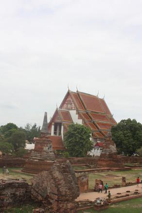 Esse é o único templo que foi reconstruído após a invasão birmanês em Ayuthaya