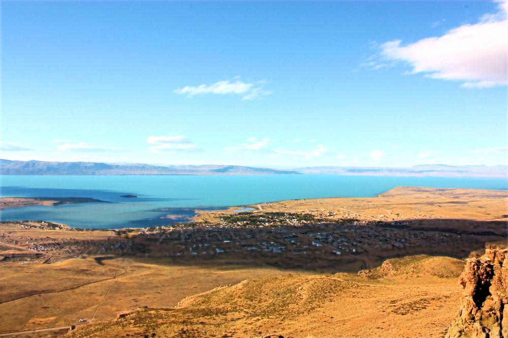 El Calafate e o Lago Argentino visto de cima