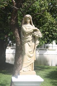 Estátua europeia no Bang Pan-In Palace