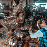 barefooted-welder-metal-artist-australia