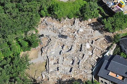 Se trata de uno de losyacimientos medievales más importantes documentados en Andorra. Muestracinco etapas distintas que vandesde la edad del Bronce hasta el siglo XIX. Tiene una extensión total deextensión de 4000 metros cuadrados yrepresentan con todo detalle la vida cotidiana de la Andorra medieval