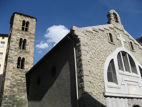 San Julián y San Germán es la iglesia parroquial de Sant Julià de Lòria. Aquetsa construcción ha sido declarada Bien de interés cultural y es de origen románico. La estructura conserva un campanario de estilo lombardo, un ábside y una nave que fue derribada y reconstruida en el siglo XX siguiendo el estilo de la arquitectura de granito. El campanario se sitúa al norte del edificio. Es de planta cuadrada con una cubierta a cuatro aguas de losas de pizarra. Sus muros son de bloques de piedra de tamaños regulares y están unidades con mortero de cal. La torre es de tres pisos que sobresalen de la cubierta, con ventanas geminadas en cada piso y coronadas por arcos de medio punto adintelados.