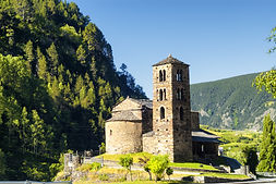 El arte románico predomina en gran parte del legado patrimonial y arquitectónico de Andorra. En total, el país tiene más de 40 construcciones que presentan este arte.