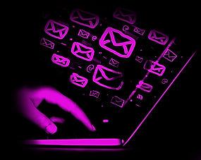 Campañas de email marketing personalizadas con diseños corporativos y listas de correos electrónicos.