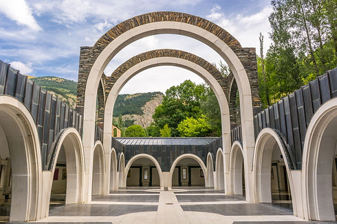 El Santuario de Meritxell es el mássimbólico de todo el Principado.EstáubicadoentrelasparroquiasdeEncampyCanilloy se conoce como una de las obras arquitectónicas de más renombre en el país.Este monasterio es el único de Andorra que ha sido catalogado como basílica menor, título otorgado por el PapaFrancisen el año 2014. Dicho reconocimiento hace queMeritxellforme parte de la conocida Ruta Mariana, en la que se encuentran cuatro santuarios más, que son el del Pilar, el deMontserrat, el de Torreciudad y el deLourdes.