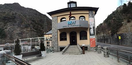 La finalidad de este museo es acercar a todos sus visitantes la historia de la electricidad de Andorra. El museo está situadoen la planta baja del edificio de la central hidroeléctrica de FEDA. Esta central se puso en funcionamiento en el año1934 y hoy en día es la principal fuente de producción deenergía eléctrica de Andorra.