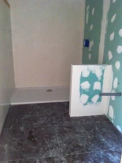 Baño de una vivienda en proceso de ser remodelado. Alt Serveis en Andorra y la Costa Brava.